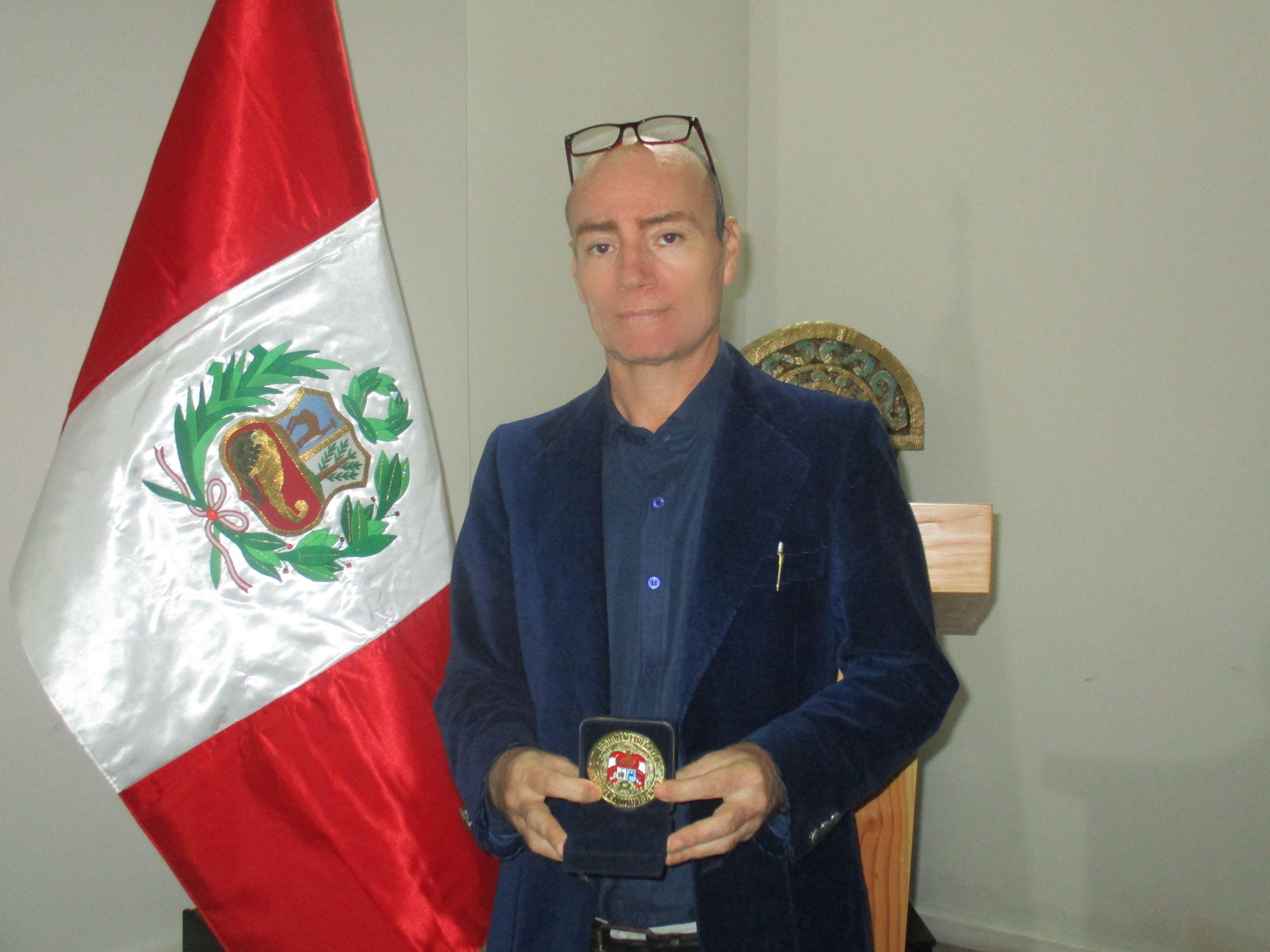 Consulado del Perú entregó reconocimiento a escritores iquiqueños ...